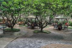 Yangshuo guesthouse - outdoor dining - Yangshuo Village Inn