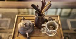 yangshuo-village-inn-yangshuo-guesthouse-lobby-tea-set