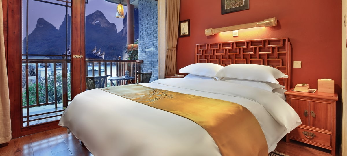 moon-hill-yangshuo-china-yangshuo-village-inn-queen-balcony-bed