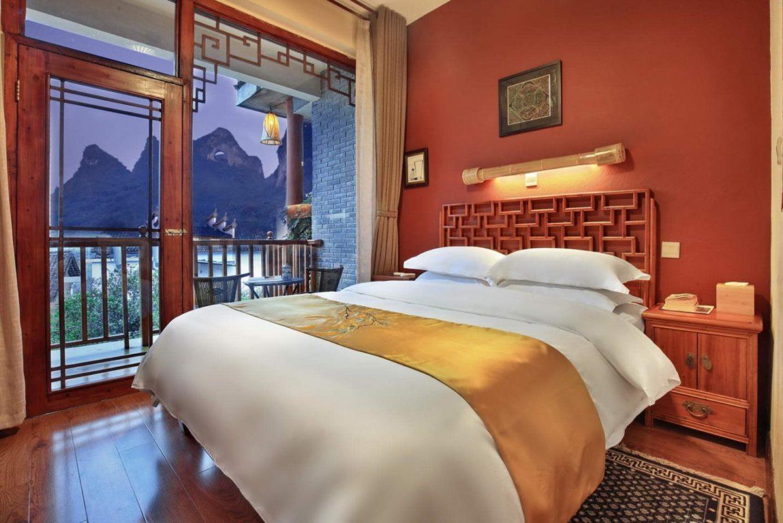 moon-hill-yangshuo-china-yangshuo-village-inn-queen-balcony-bed